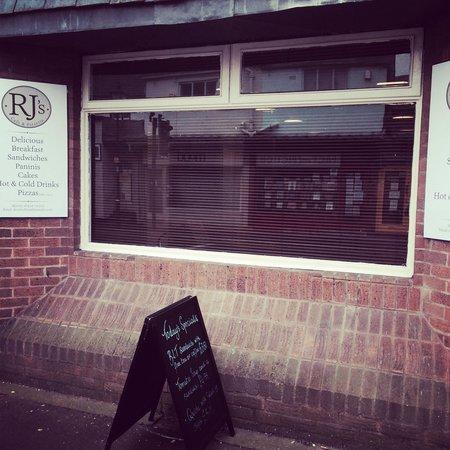 RJ's Cafe & Pizzeria: Front of RJ's