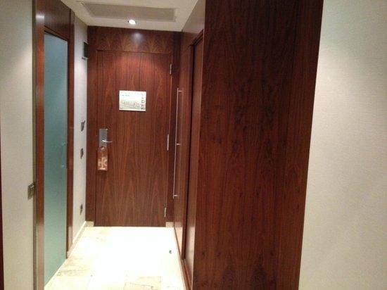 Catalonia Ramblas: interior hallway to the door