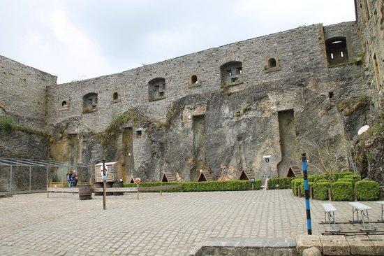 Chateau de Bouillon: cour centrale