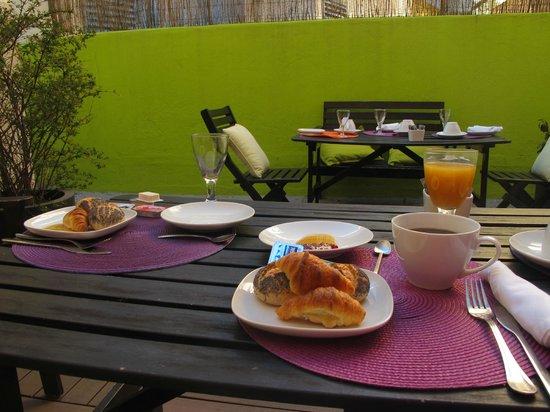 Lisbon Dreams Guest House: petit déjeuner en terrasse