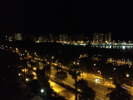 AC Hotel Malaga Palacio: Al anochecer