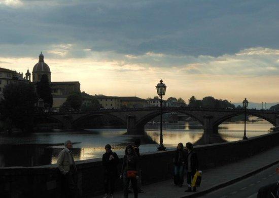 NH Collection Firenze Porta Rossa : ponte sull'Arno per piazza S. Trinita