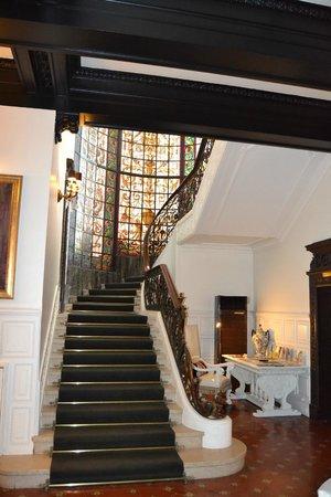 Hotel Infante Sagres : escalier art décor