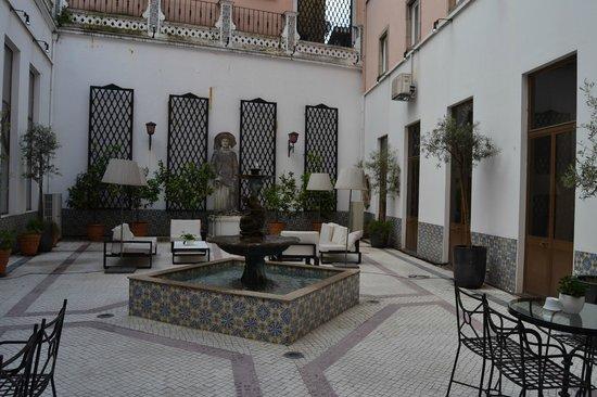 Hotel Infante Sagres : patio