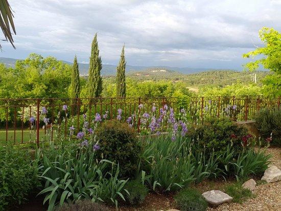 Le Mas Jorel : La vue depuis le jardin