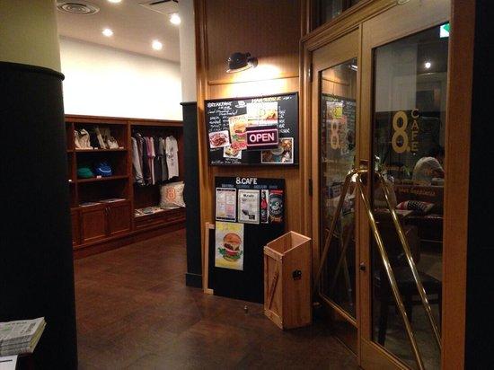 8hotel : フロント横!エレベーター前ロビー