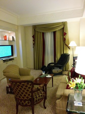 ITC Windsor, Bengaluru: Living Area