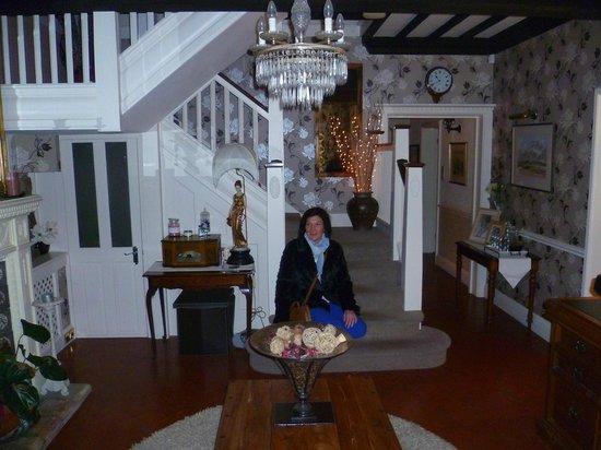 Ashbourne House B&B: The Grand Entrance