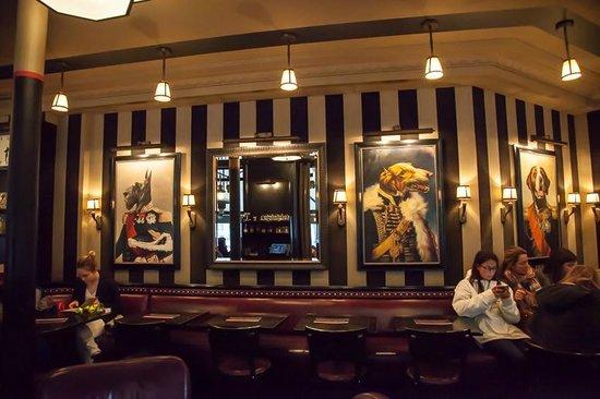 Cafe des Officiers : Dining Room