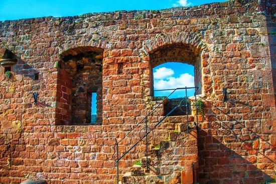 Burg Landeck : Reste der Burgmauern