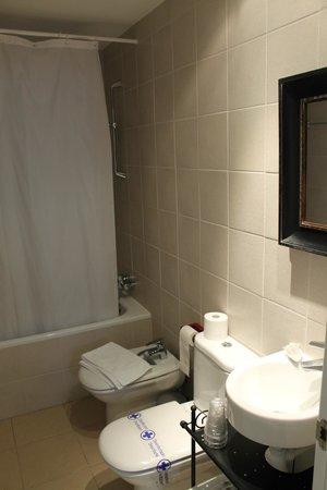 Hotel Valdelinares : Cuarto de baño.