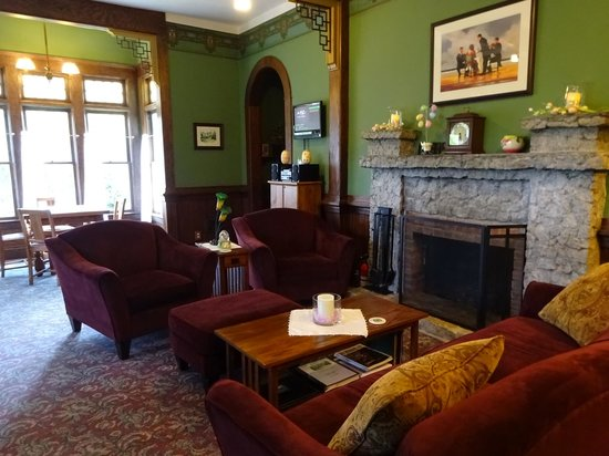 The Kirk House Bed & Breakfast: Kirk House Living Room, Easter 2014