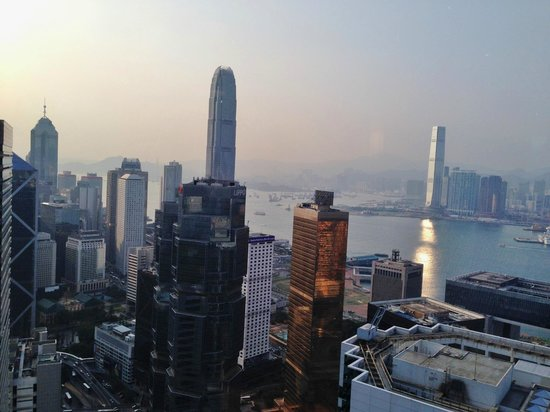 Conrad Hong Kong: 日没前のホテルからの眺め