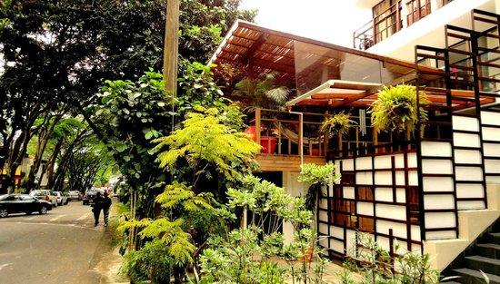 Casa Kiwi Hostel Medellin: Front Entrance
