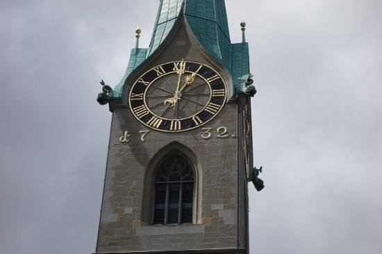 Église Fraumünster : close up of the clock
