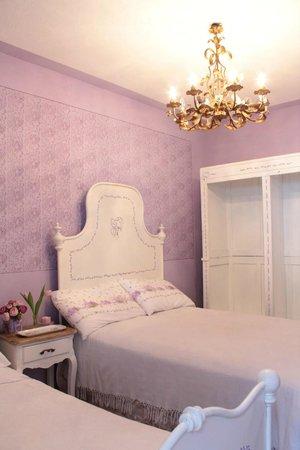 camera da letto lilla - Foto di Mulìn Turcìn, Coassolo ...