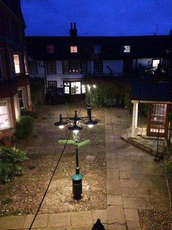 Rutland Arms Hotel: The courtyard