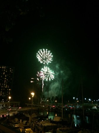 The Modern Honolulu: Fireworks show in Waikiki every Friday evening