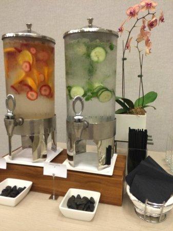 The Modern Honolulu: Pretty fruit-flavored water
