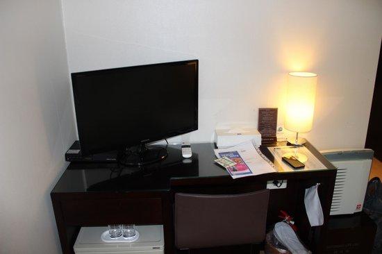 Doulos Hotel : Телевизор