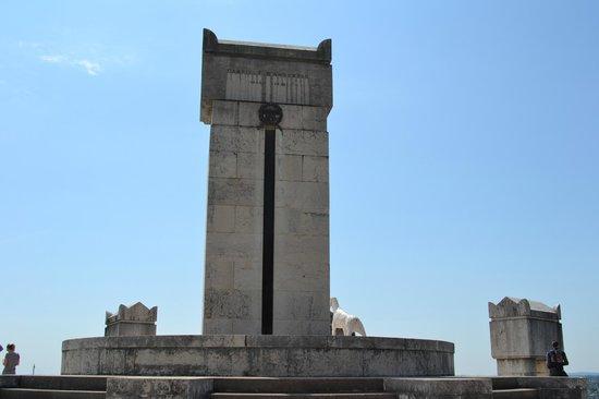 Il Vittoriale degli Italiani: Tomba del grande poeta