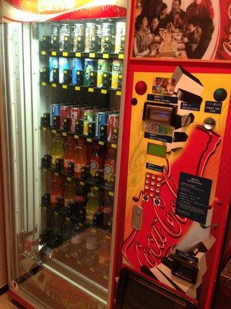 Doulos Hotel : Автомат на 2-ом этаже