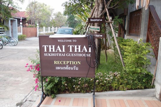 Thai Thai Sukhothai Guest House : Signboard just outside the receptionist