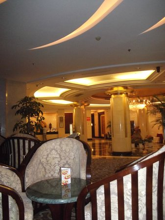 Golden Jade Sunshine Hotel: Lobby area from the bar