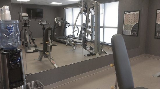 Best Western Plus Eastgate Inn & Suites: Fitness Center overlooking the pool