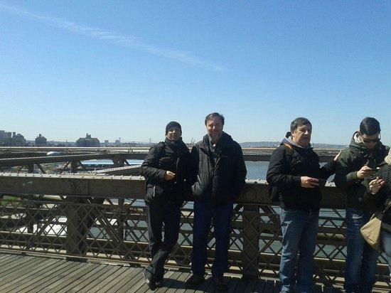 Gite a Piedi New York Tours: Io & Frank sul ponte di Brooklyn