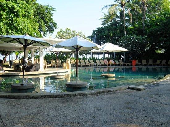 Bali Garden Beach Resort : piscine principale