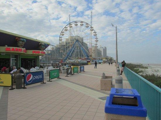 Beach at Daytona Beach : Parc d'attractions