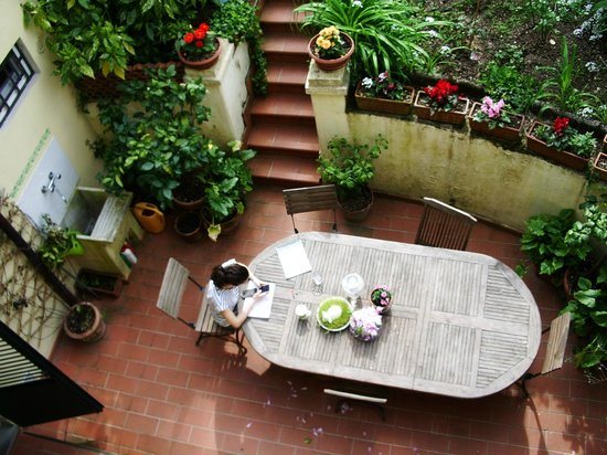 B&B Monte Oliveto: View from our balcony into the garden area