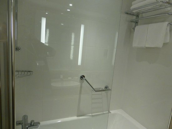 Clayton Hotel Burlington Road: Baño