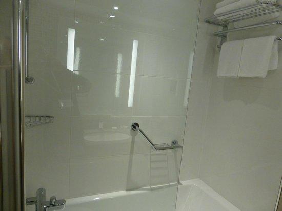 DoubleTree by Hilton Hotel Dublin - Burlington Road: Baño