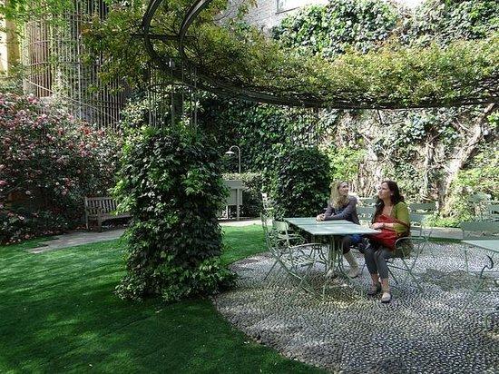 Caffe Arti e Mestieri : The garden seating is enchanting.