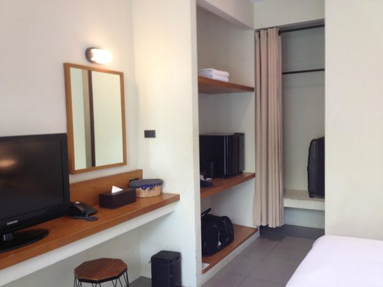 Baan Talay Resort: номер с видом на стену