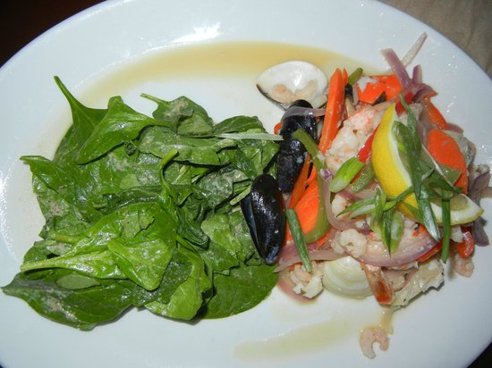 Finnegan's Pub & Grill : Seafood Salad with Spinach & Vinagrette on the side.