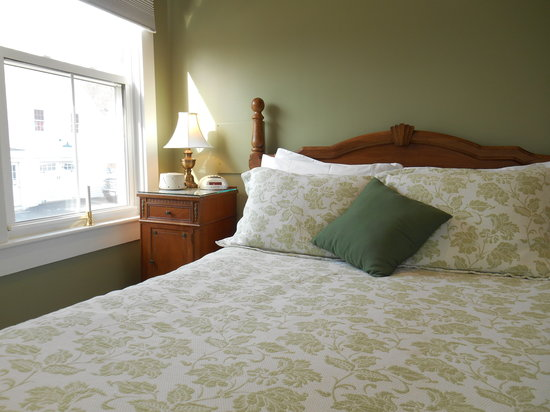 Bayberry House Bed & Breakfast: A Comfortable Night's Sleep in the Sage Room