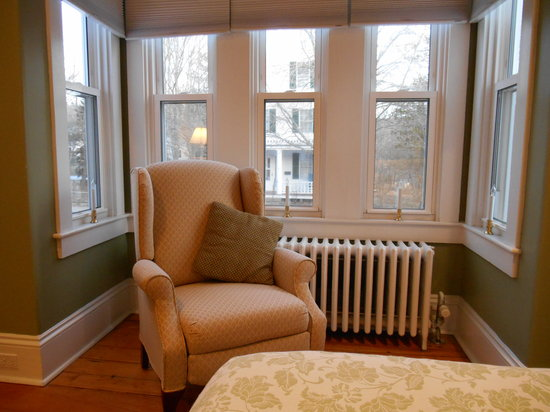 Bayberry House Bed & Breakfast : The Perfect Place to Relax in the Sage Room