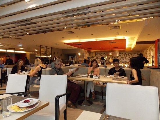 Novotel Hong Kong Nathan Road Kowloon : Breakfast room