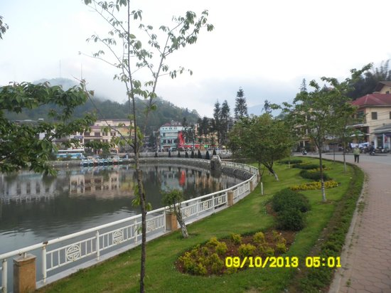 Sapa Paradise Hotel: The lake 50 meters from Hotel