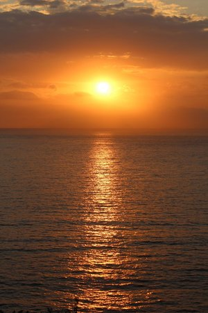 Villa Garden Hotel : Sunset over the bay