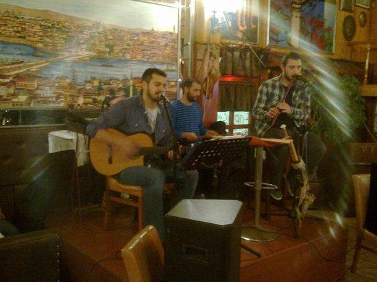 Yildizlar Restaurant : music
