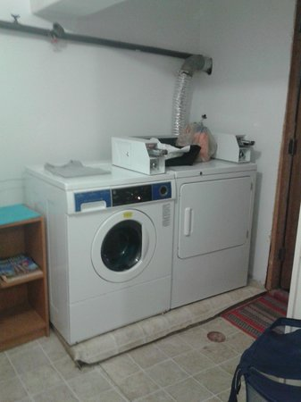 Mina's Guesthouse: Laundry Room