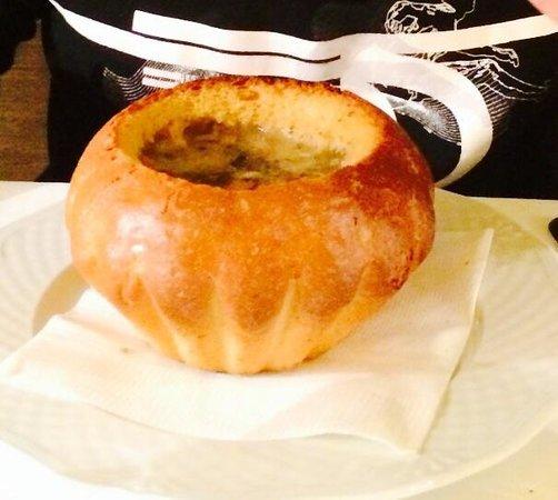 Restauracja Krysztalowa : Суп в хлебе