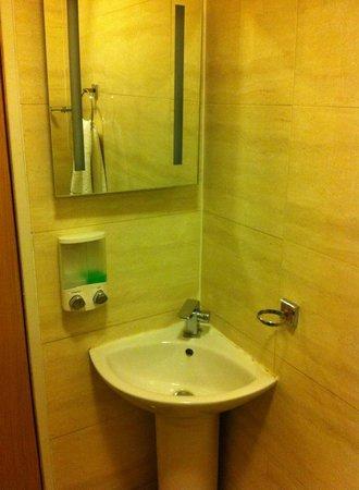 Baytree Hotel: washstand