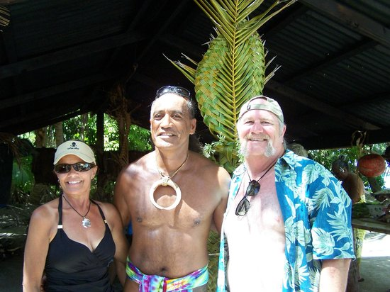 Maohi Nui : Debbie, Patrick and one WHITE dude!!