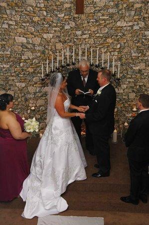Clarion Inn & Suites: Inside Adjacent Chapel