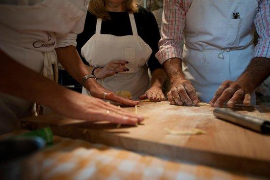 Ecco La Cucina : making pici pasta